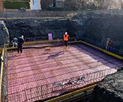 Mooser Akku-Rüttelpatsche im Einsatz bei der Betonage einer Bodenplatte